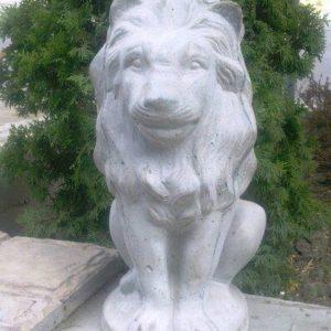 Сидящий лев